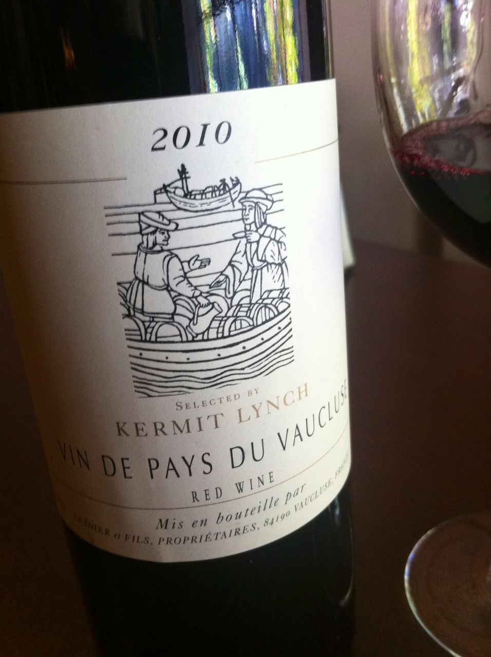 Kermit lynch vaucluse rouge 2010 vin de pays the wine snob for Miroir de vin rouge